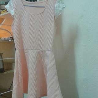 粉色上衣超甜美