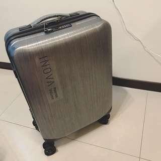 全新髮絲紋黑銀 20寸登機箱 行李箱 含保護套