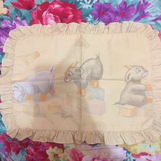 Cover bantal bayi