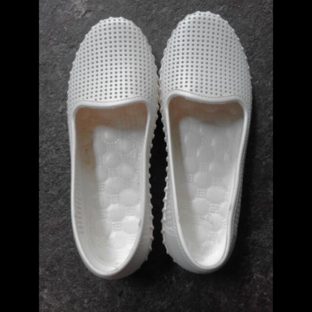 Creamy White Rubber Flats