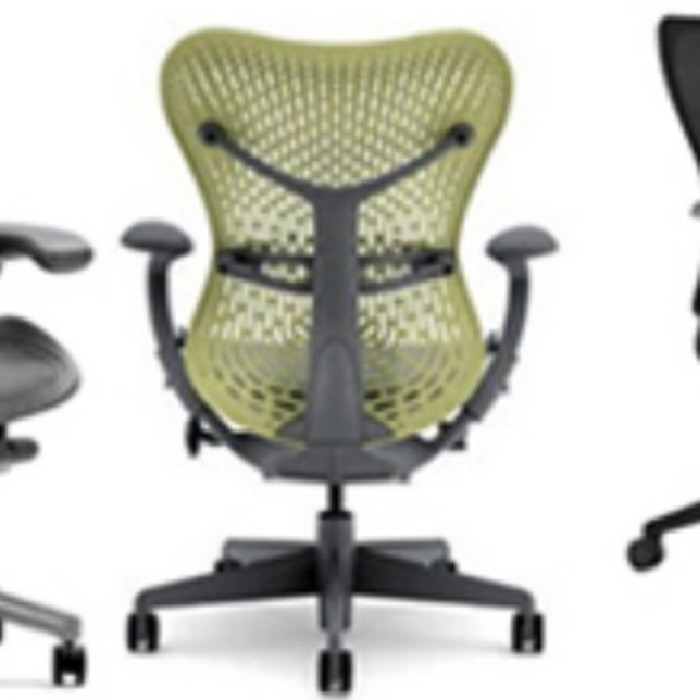 Ergonomic Office Chair Humanscale Freedom Headrest, Herman Miller Mirra  Chair, Aeron Chair, Home U0026 Furniture, Furniture, Tables U0026 Chairs On  Carousell