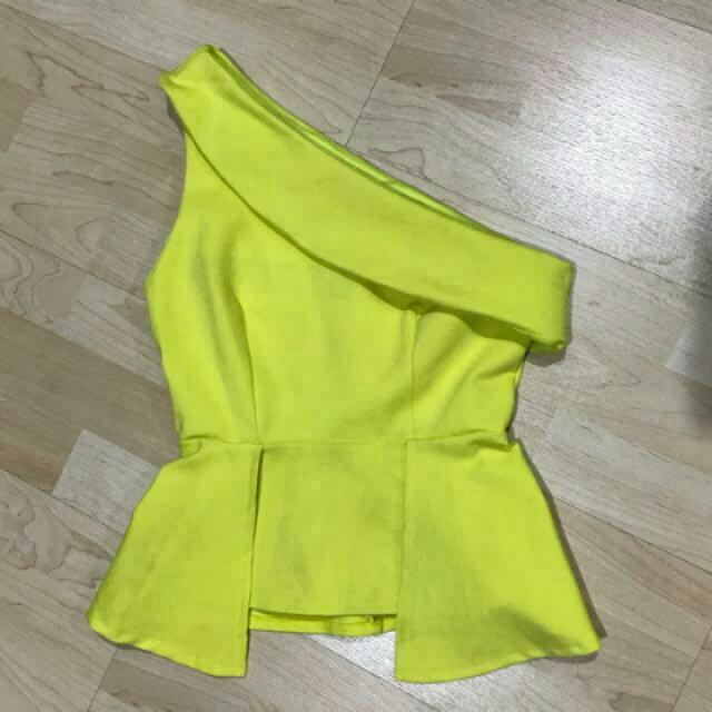 Reprice One Shoulder Yellow Top