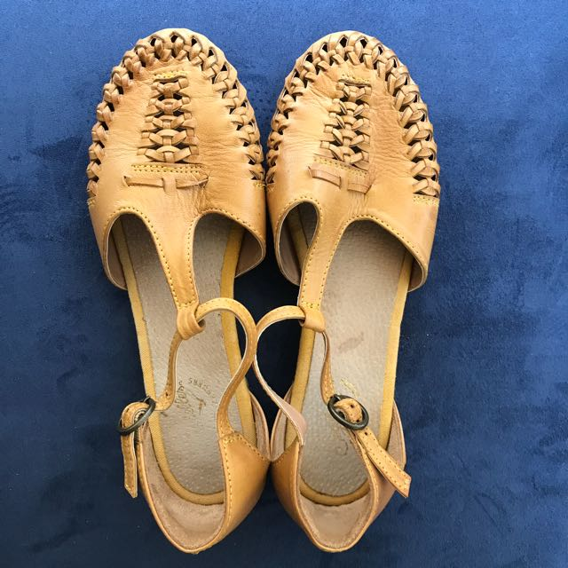 Seychelles Real Leather Yellow Sandals Size 37