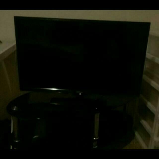 "Soniq 32"" LCD TV"