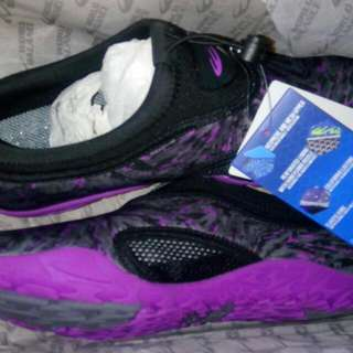 World balance aqua shoes Style name: Aqua stride L Color: black-purple Size: eur40, us 10  Bought for 1,850 Will just sell this for 1,500  Never been worn!  Brand new!