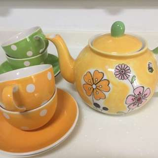 Teapot Set With 4 Cups And Saucer