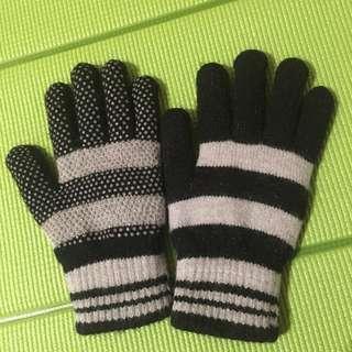 灰黑止滑手套