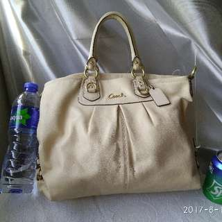 Coach Handbag Authentic 手袋 杏色淡米黃色