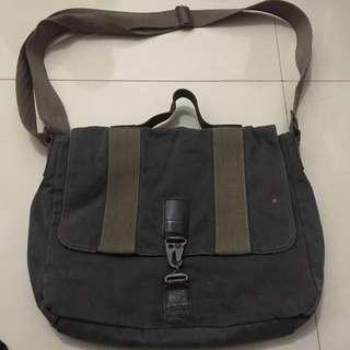 LEVIS canvas messenger bag / kulit asli leather