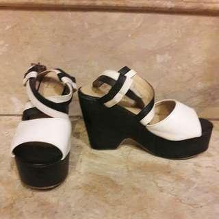 Berrybenka Black N White Wedges
