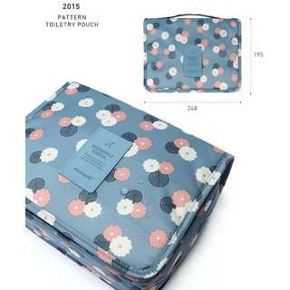 【防水!】可掛式外出盥洗包:藍色雛菊