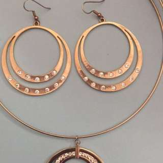 Gold Earring And Necklace