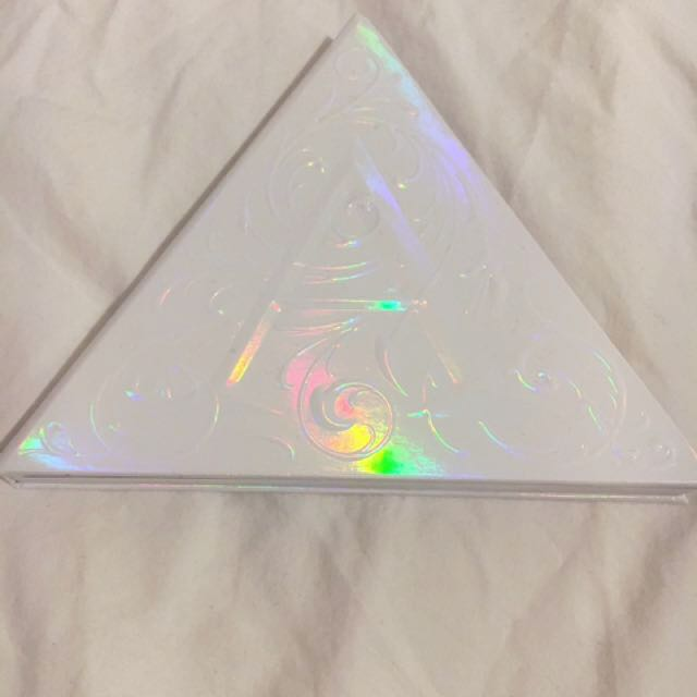 Alchemist Holographic Palette KAT VON D