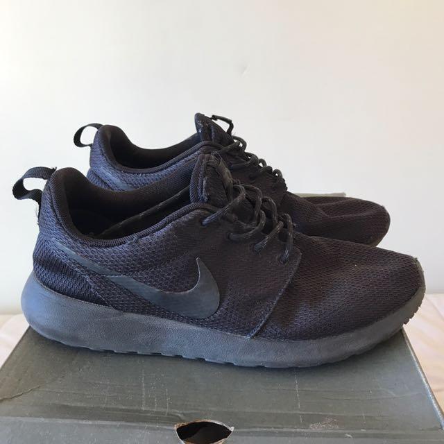 Black Nike Roshe