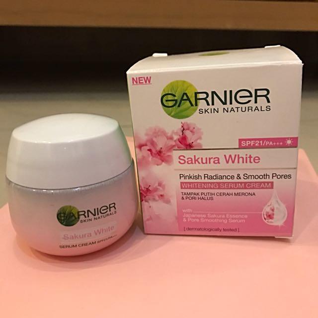 Garnier Sakura White Whitening Serum Cream