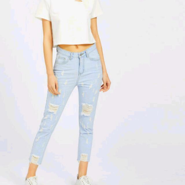 Light Wash Raw Hem Crop Distressed Jeans