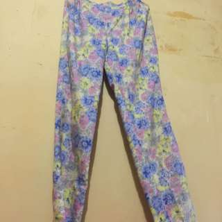 Celana Bunga Bunga