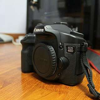 Canon EOS 40D DSLR camera with accessories