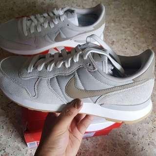 [Uk5.5] BN Authentic Nike Internationalist Vapour Grey