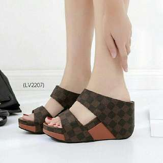 Sendal Sandal Wedges LV (replika)