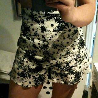 Beautiful Flower Print Frill Shorts