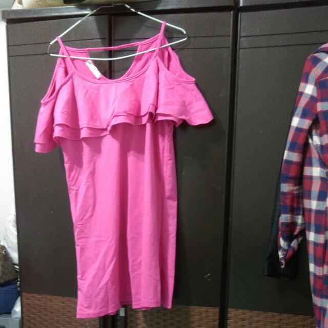 粉紅露肩上衣