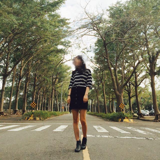 八成新-條紋上衣+黑色排扣短裙a字裙