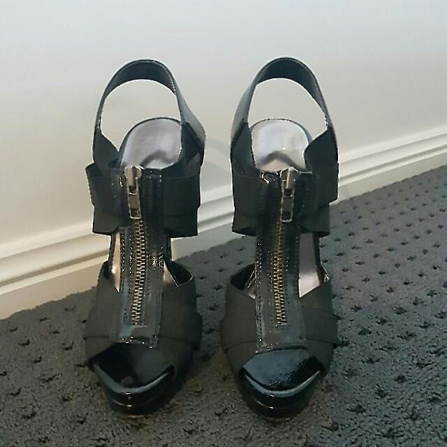 Black Patent ZU Heels