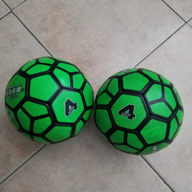 BOTH SIZE 4 SOCCER BALL FOR $30.00