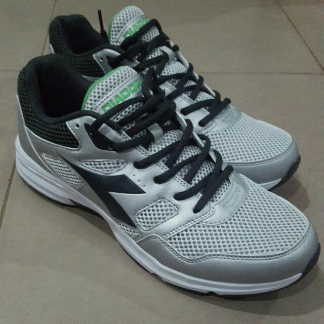 Diadora Running Shoes (Size 10.5)