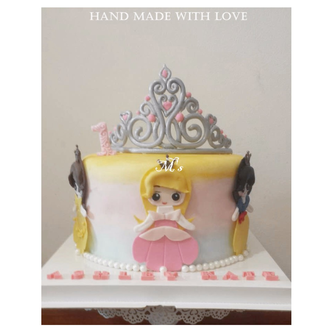 Disney Princess With Tiara Crown Ombre Customized 3D Fondant Birthday Cake Food Drinks Baked Goods On Carousell