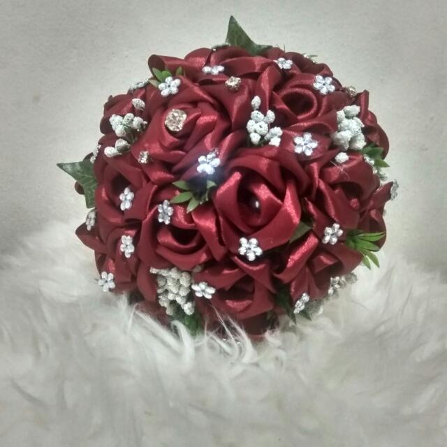 Hand Bouquet Merah Maroon