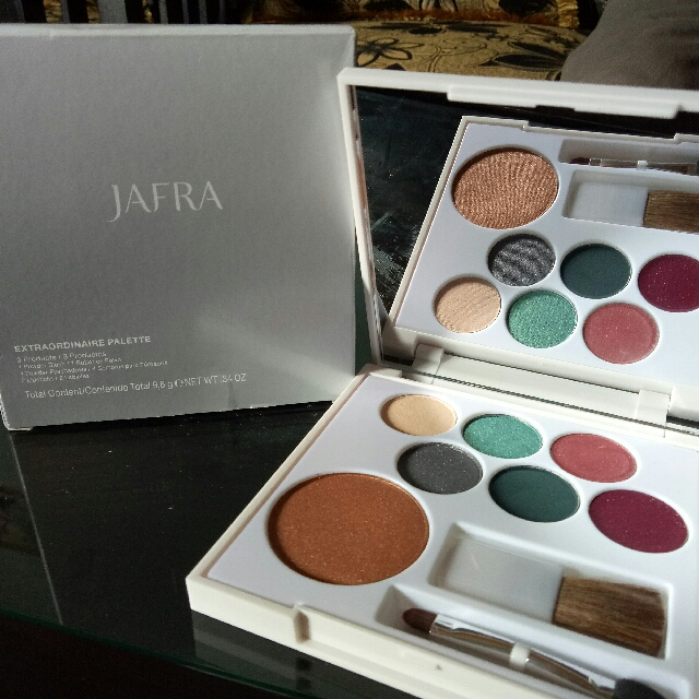 JAFRA EXTRAORDINARY PALLETTE
