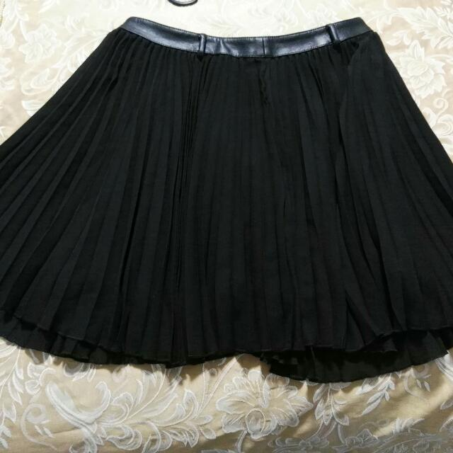 Karl Lagerfeld Black Pleated Skirt M
