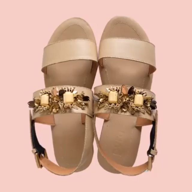 NEW PVRA DUVVA HEELS LIGHT TAN 41