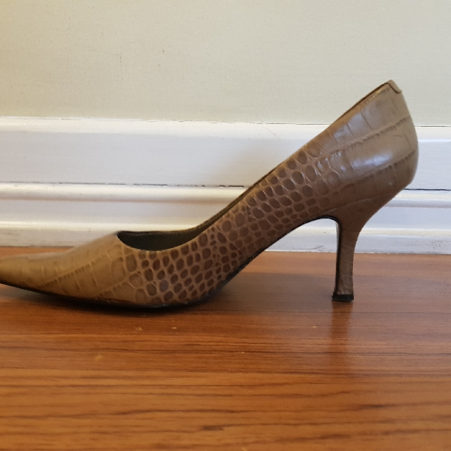Nine West Light Olive Green Faux Croc Heels Size 6.5
