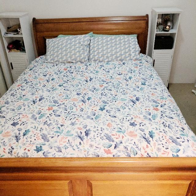 Oak Wooden Bed Frame (Queen Sized)