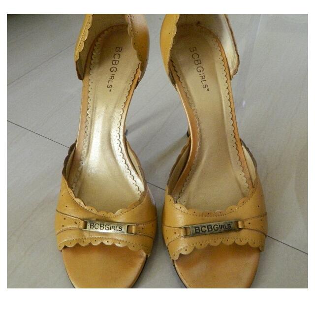 Preloved BCBG Mustard Sandals Size 9
