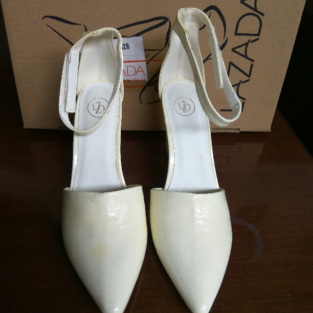 PRELOVED LZD WHITE STRAPPY POINT HEELS