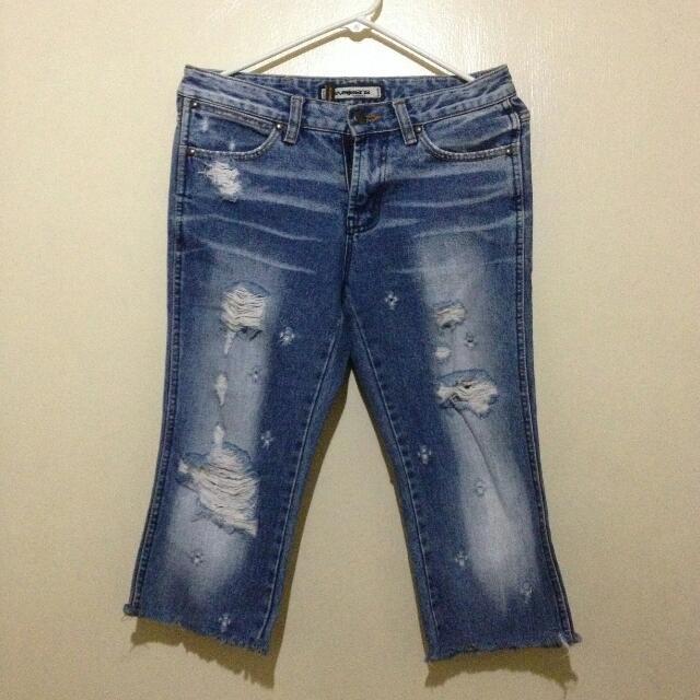 🌻 Ripped pants