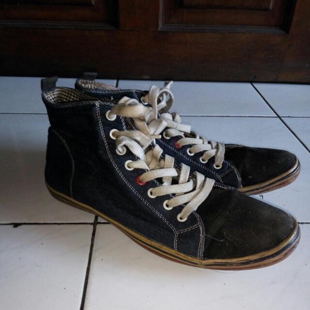 Sepatu Casual Denim