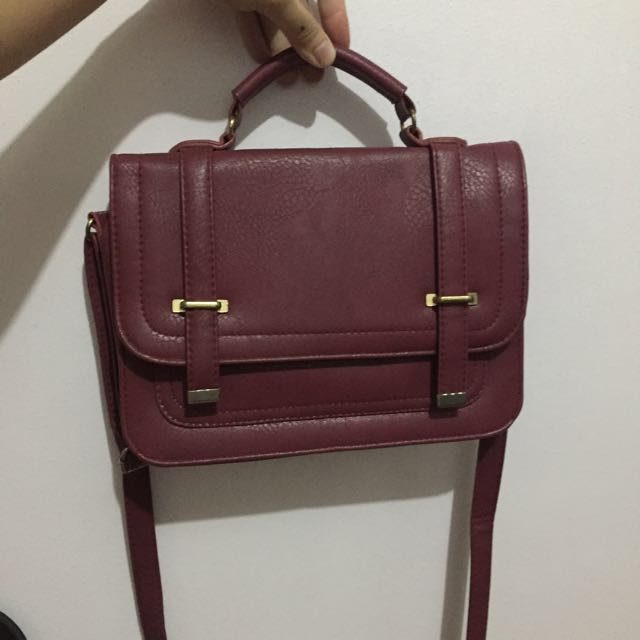 Shana Sling Bag In Maroon