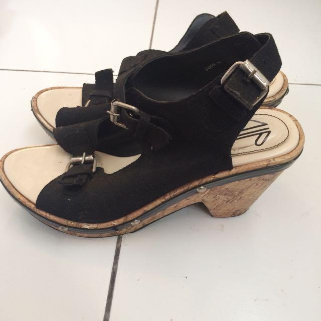 UP black heels