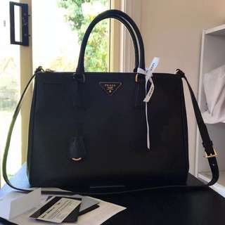 Authentic Prada Saffiano Tote BN2275