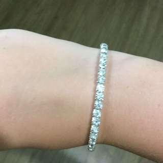 Diamond studded bracelet with stretchy wristband