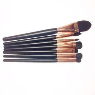 Quo makeup brushes