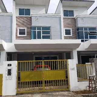 2n Half Storey Terrace House