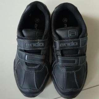Sepatu Sekolah  New Merk. Ando Size. 30    adidas Skecher Bata Sepatu Sekolah Hitam Nike Tomkins Kappa Oshkosh