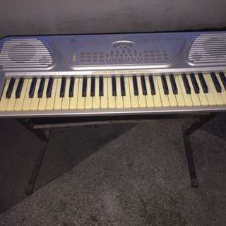 PIANO KEYBOARD W/ STAND