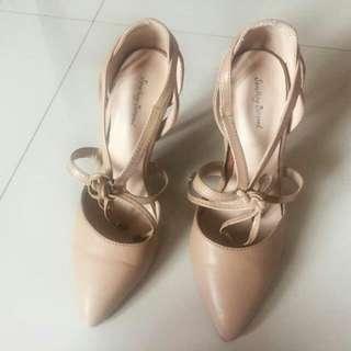 Heels Something Borrowed Size 37